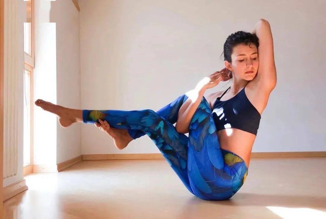 比胖更可怕的是松弛下垂!8个瑜伽动作紧致肌肉延缓衰老...
