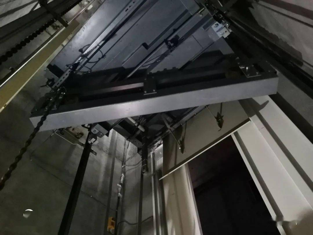 无机房电梯的结构