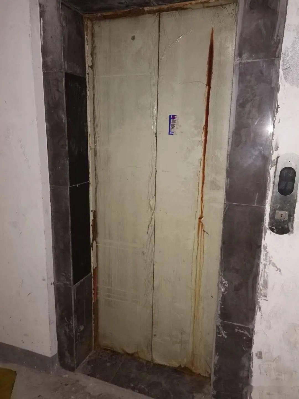 无机房电梯吊钩位置