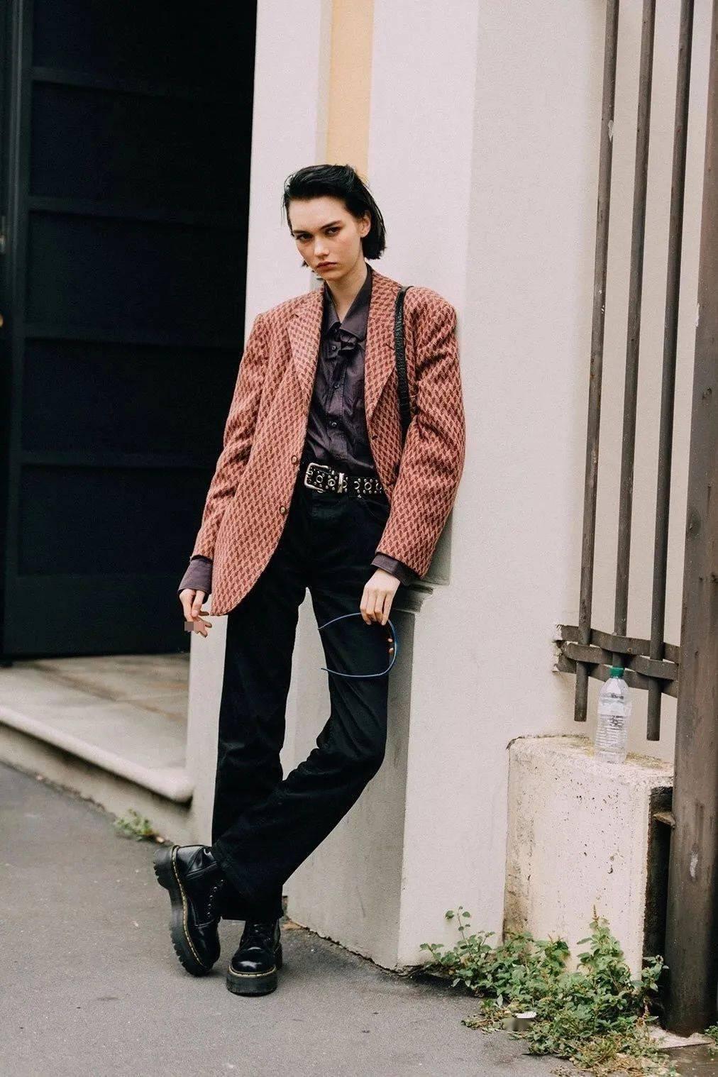 马丁靴+裙子,马丁靴+工装裤……又酷又撩,时髦炸了!     第43张