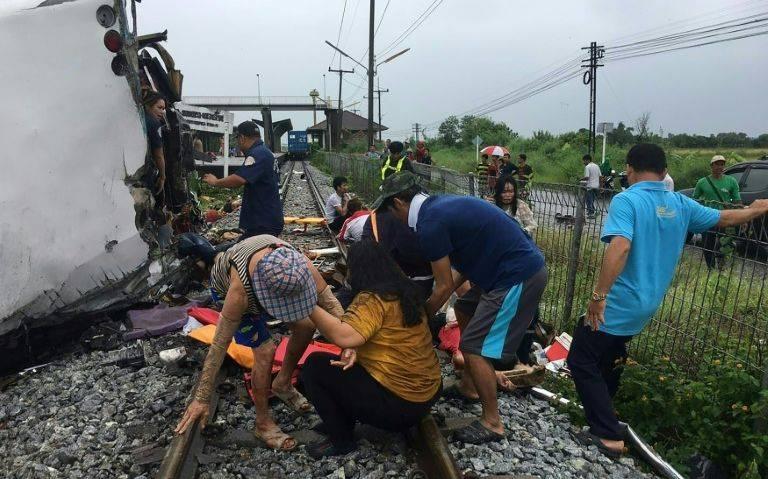 泰国一辆65人的旅游汽车被火车撞毁 造成