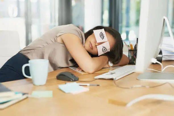 """睡觉时流口水,无非是这几个原因!但有这些症状,可能是身体在""""报警"""""""