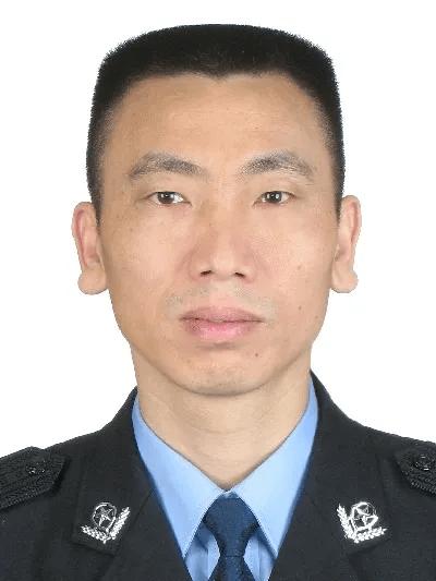 """省会公安局副局长主动投案,曾号称""""神探"""""""