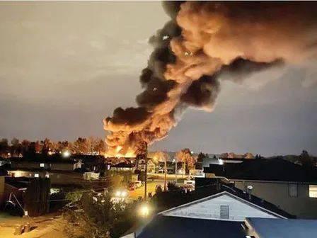 大火再次袭击新威斯敏斯特!塑料废料堆着火了 浓烟滚滚