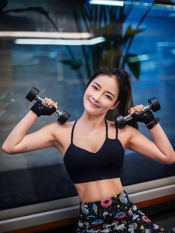 90后浙江长腿撸铁girl,直角肩+苹果臀,这是什么人间小可爱?