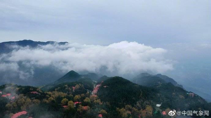 江西庐山瀑布云奇观 美如仙境