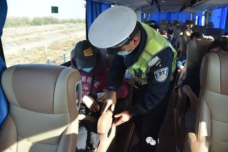 高昌区公安局交警大队狠抓四件突出事做好秋季客运车辆安静管理