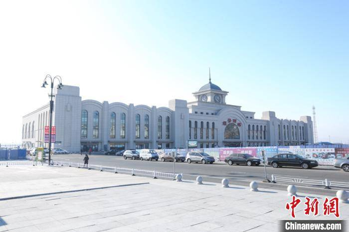 绥芬河铁路口岸站进出境中欧班列同比增长近六成