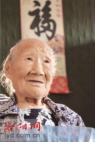 103岁老人潘秀英:乐观善良心态好 五世同堂乐陶陶