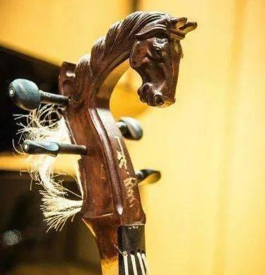 《呼伦贝尔大草原》《雕花的马鞍》等经典名曲原唱再现