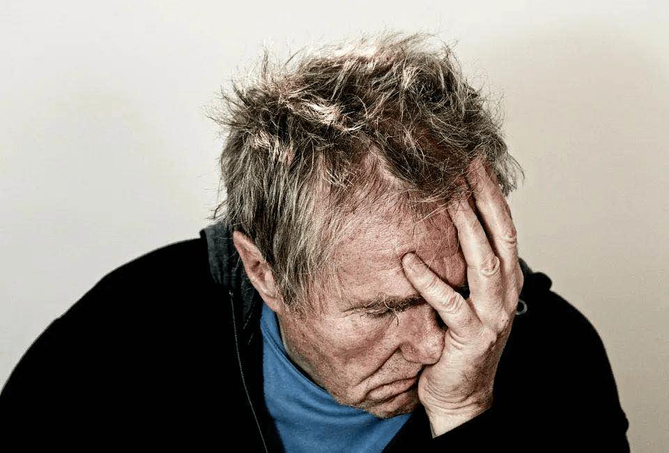 三四十岁就忘东忘西,是记忆力下降还是老年痴呆?关键看……坚持3件事,大脑年轻更长寿