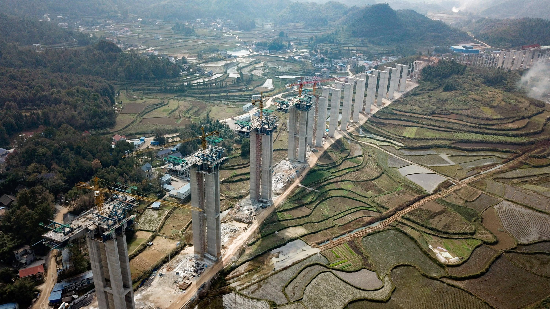 湖南湘西机场项目建设正酣
