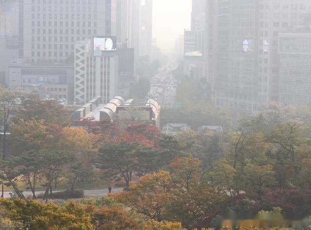 韩国首尔市区被雾霾笼罩,到处灰蒙蒙一片