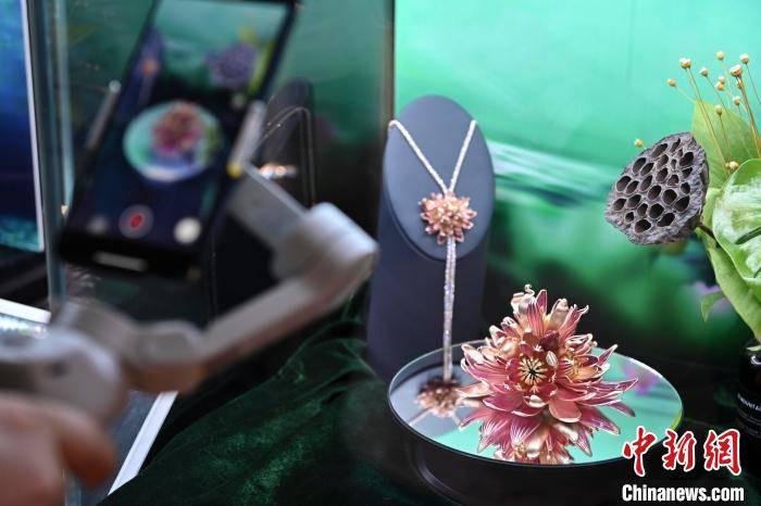 侨乡广州番禺举办国际珠宝节整合供应链资源借直播促升级