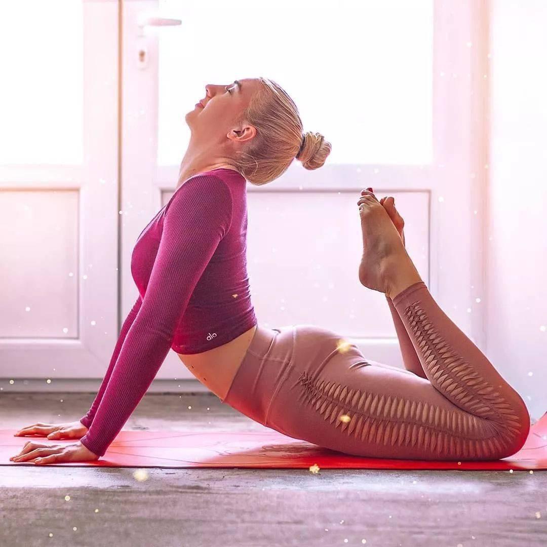 练瑜伽的女子,微胖也很美!