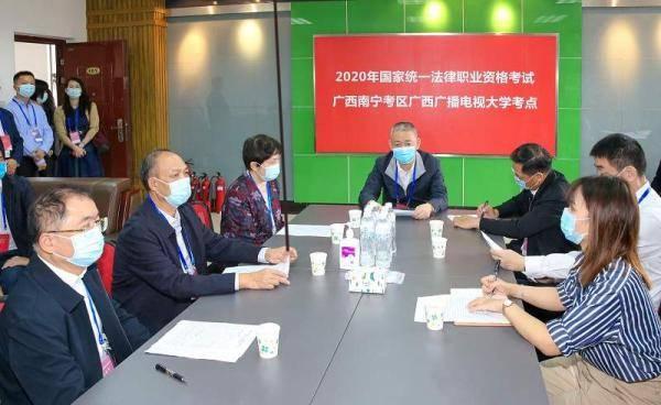 """广西近两万人报名参加2020年""""法考"""""""