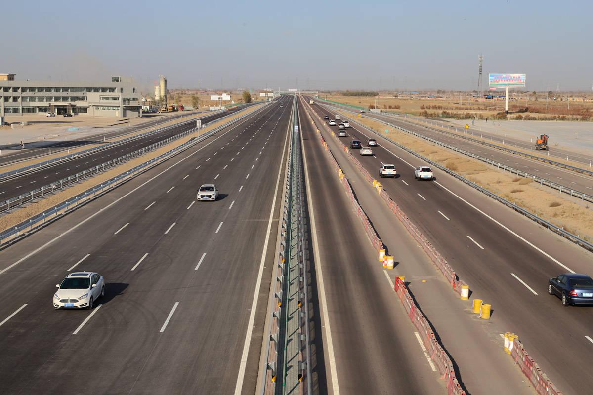 京藏高速公路石嘴山至中宁段改扩建工程全线通车