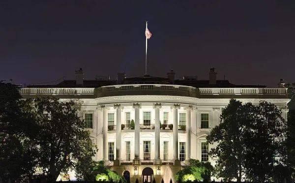 """白宫发表""""反华文集"""",8篇128页"""