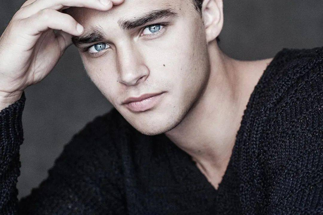 Giorgio_Armani_的最新男模,又是富二代又是体育生,爱了!_佩佩