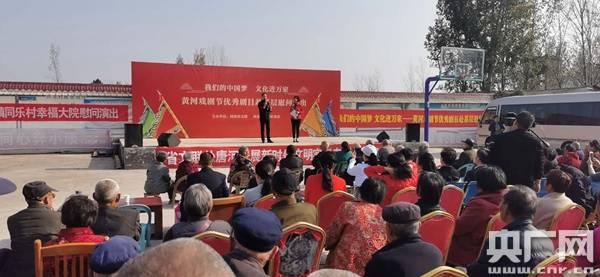 唐河县张店镇:名家名角深入贫困村义演受睛睐