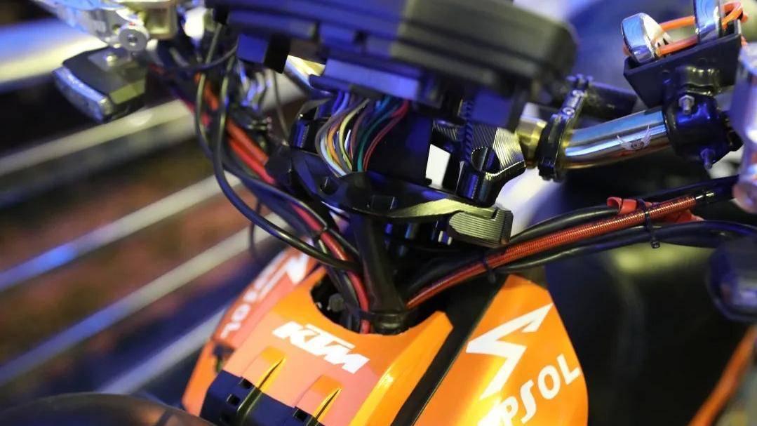 电动自行车改装后时速高达165公里,查了!