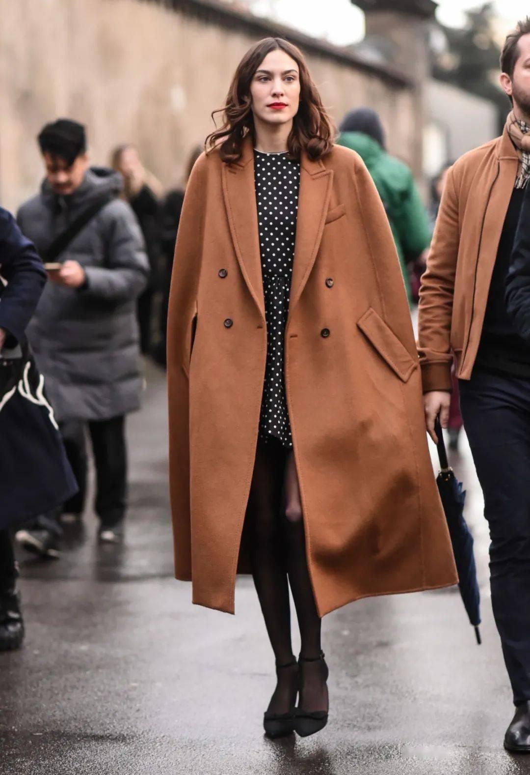 年底的时髦翻身仗,就靠这件大衣了!