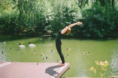 丰胸美背,防止胸下垂!只需这9个瑜伽动作就够了_向后