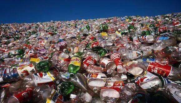 耐克、阿迪抢着要的这种废弃塑料瓶,它的身后是3000亿的市场