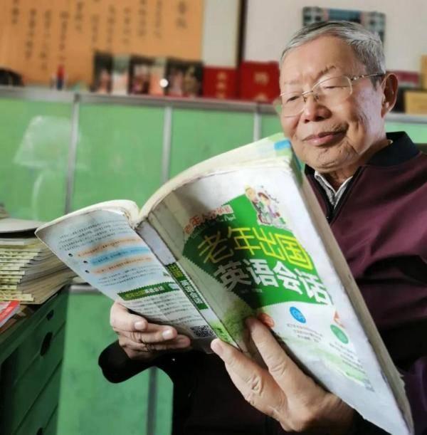 比你年纪大,比你还努力!太原这位90岁老人,英语说得特别溜!