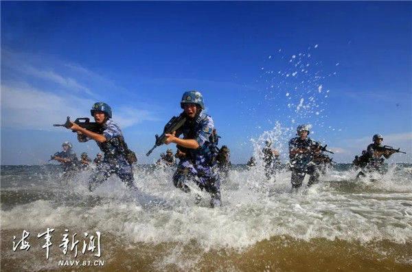 大海就是练兵场,也是我海军陆战队的战场!