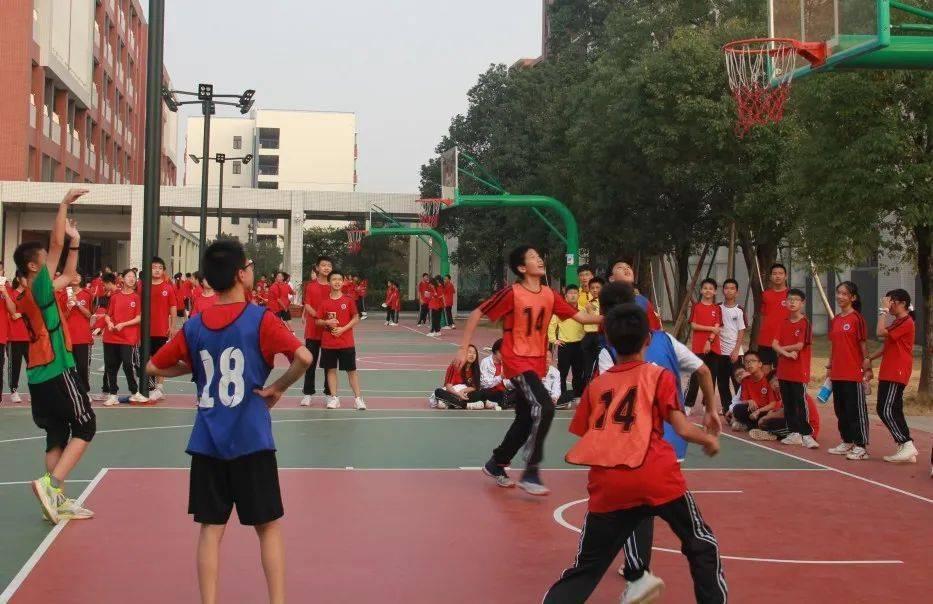 跃动青春,篮球场上展风采 ——南海外国语学校七年级友谊篮球赛