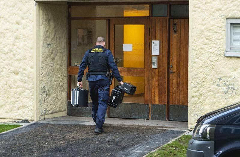 百事3官网瑞典母亲囚禁儿子28年被捕!儿子没有牙齿也无法走路(图3)