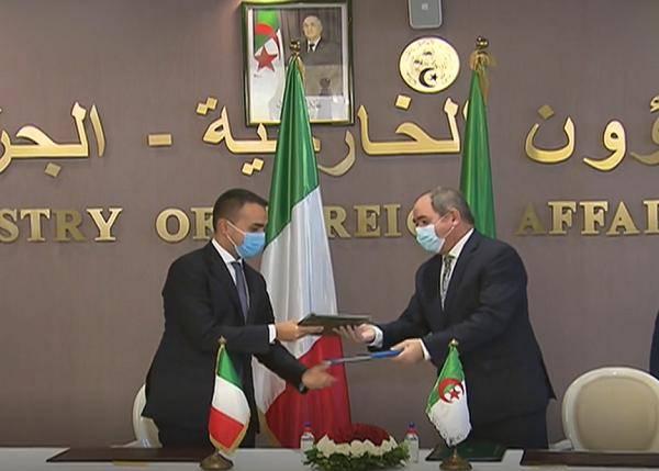 意大利外长访问阿尔及利亚 双方外长签订合作备忘录