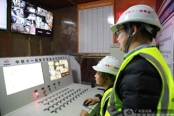 贵南高铁创新使用国内首款智能化隧道二衬浇筑台车