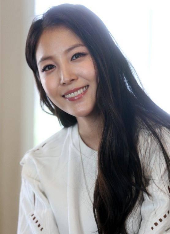 韩国女歌手宝儿被检方调查 公司称系无知酿成的失误并非私运