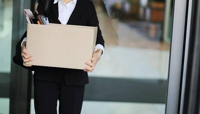 杭州一社区工作者生三孩后哺乳期被辞退,当事人将申请劳动仲裁