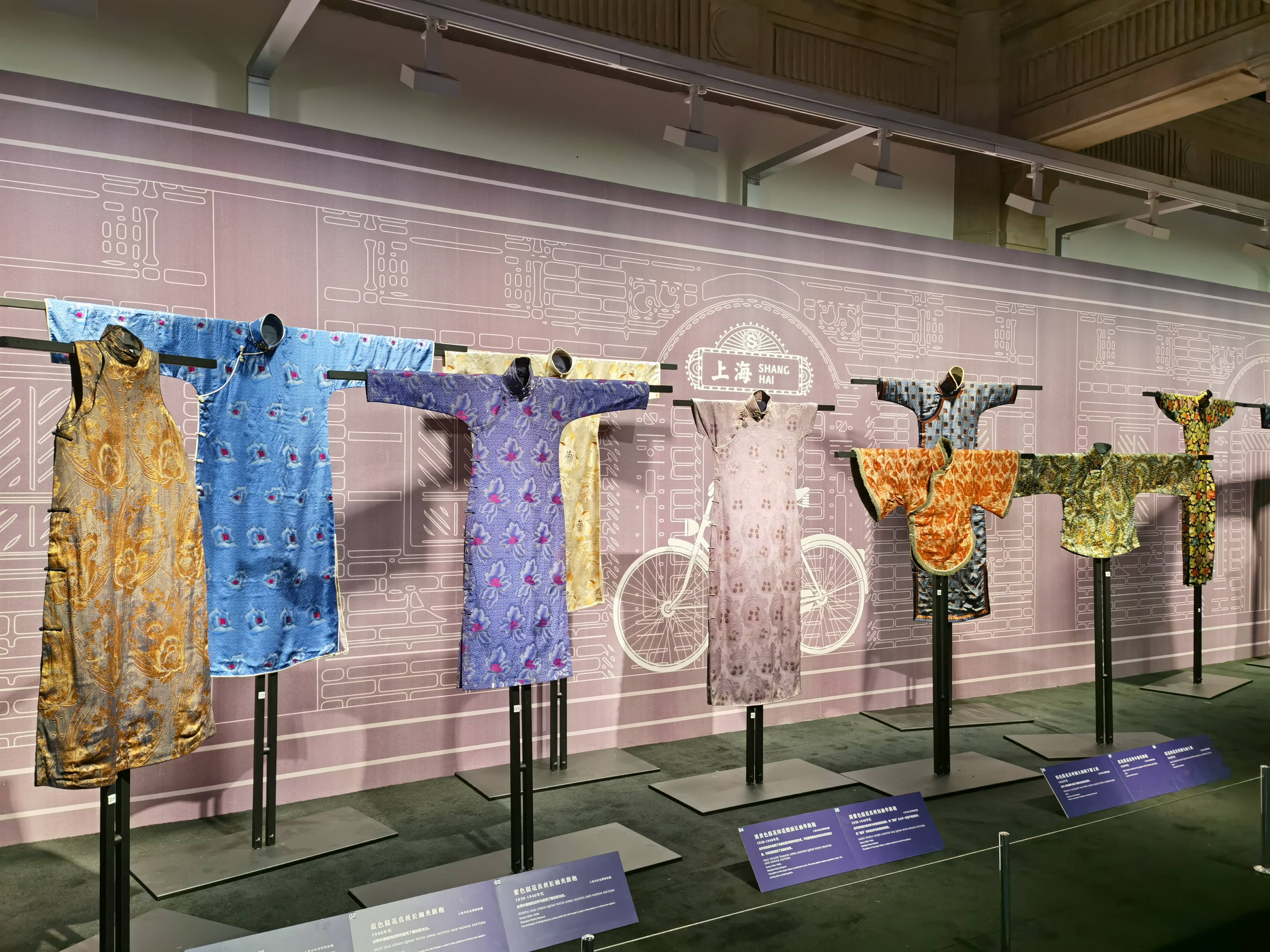 《东织西造 锦绣生活——中西丝织文物展》在沪开幕   展出百余件中西丝织文物
