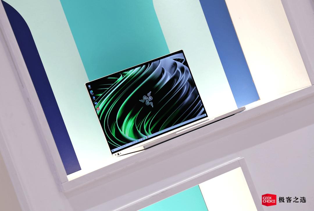 Razer Book 13体验:引人入胜的四面窄边框,不失MacBook的细腻感