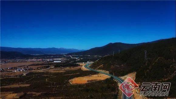 云南香丽高速公路试通车 创两项世界第一