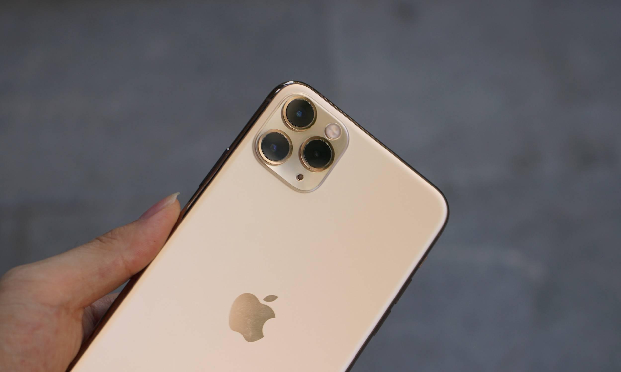 手机行业黑科技频出,为何我们还是要戴套贴膜?