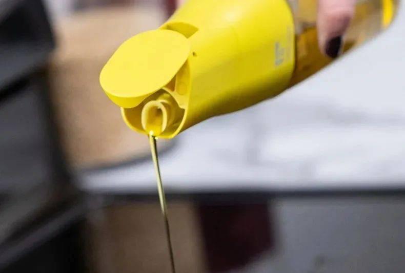 你家的油壶该换了!来看看这款自动重力开合油壶