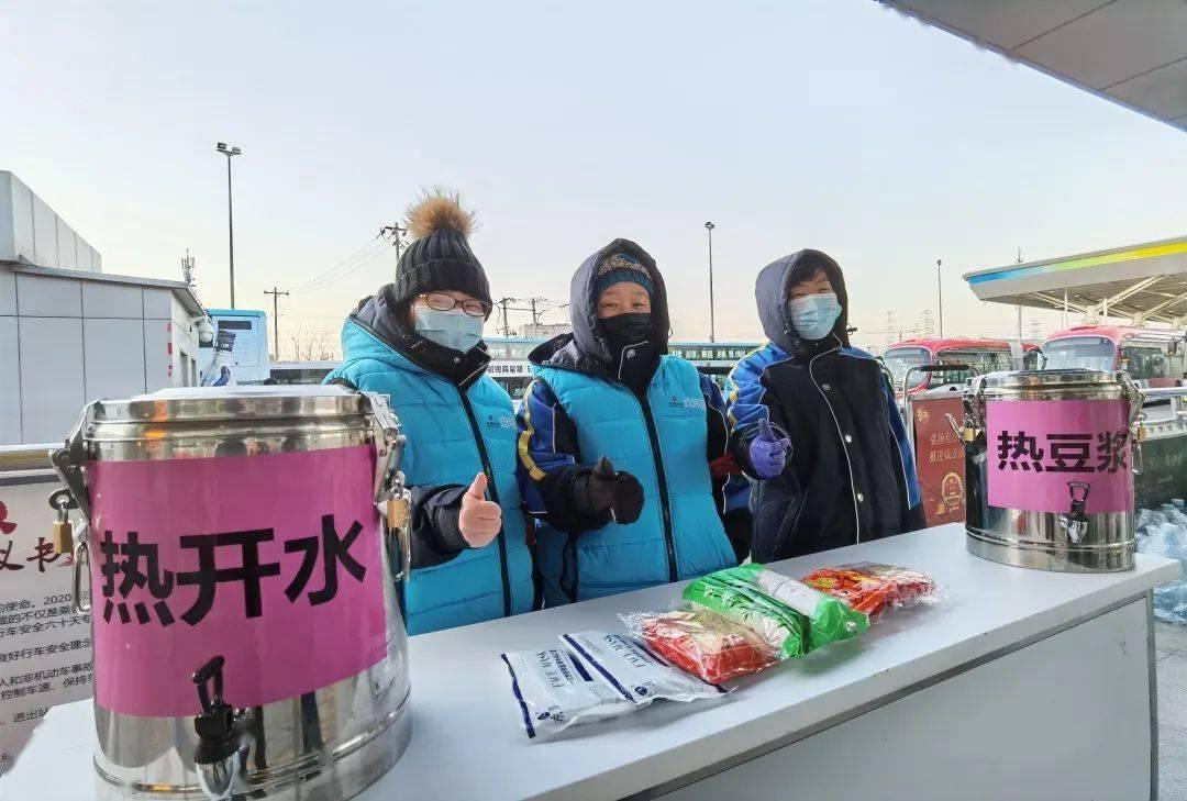 """""""极寒""""冬日 北京公交伴您""""温暖""""前行"""