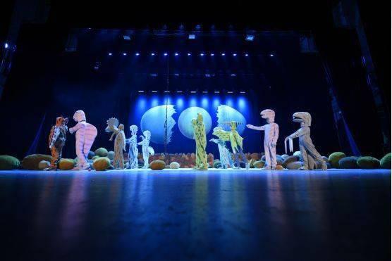 大型恐龙主题实景童话剧《你看起来好像很好吃》绘本上的故事来看吧!  第12张