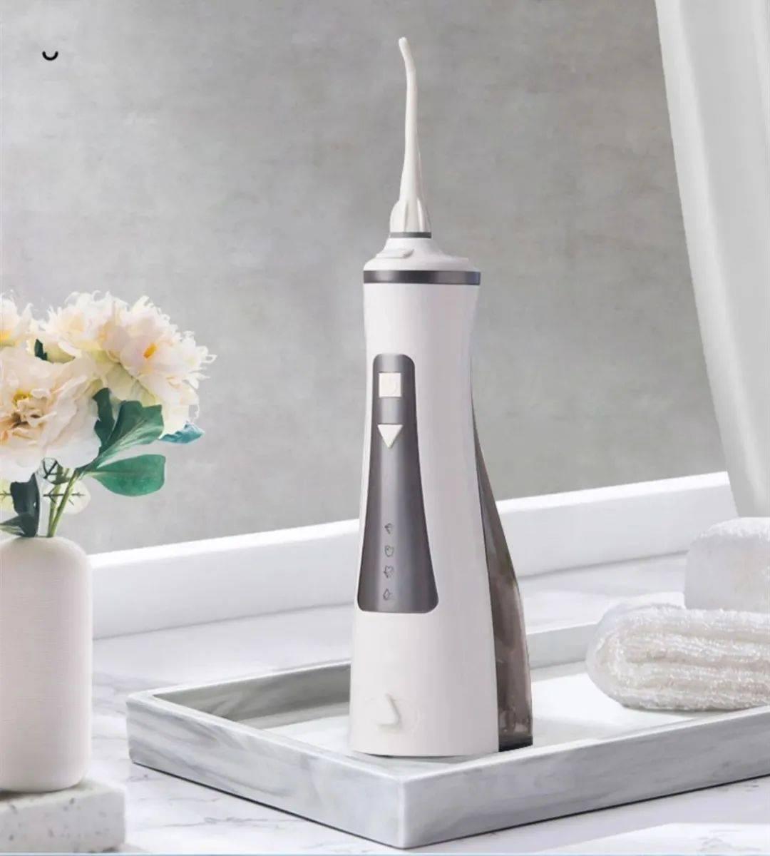 专为亚洲人设计,更专业的冲牙器,60秒冲出牙缝间残渣。_牙齿