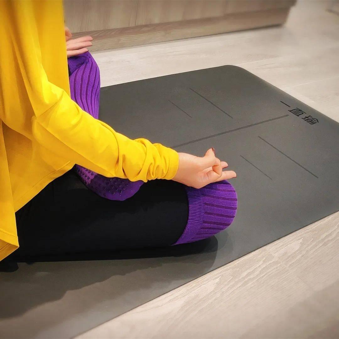 瑜伽精选 | 一直瑜学堂限量定制,天然PU防滑瑜伽垫_材质