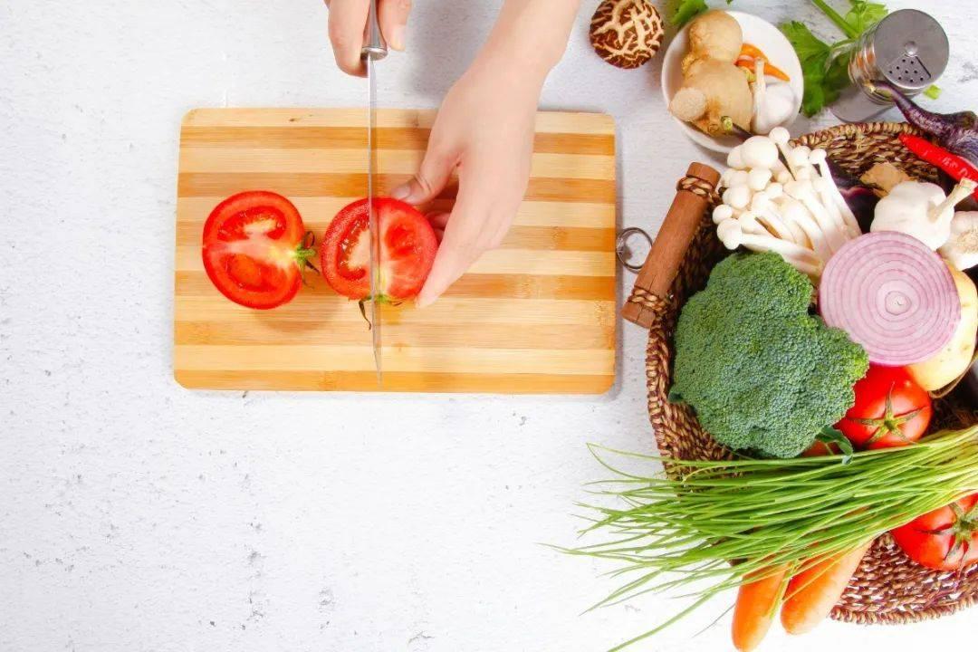 [合理饮食】据说多吃水果和蔬菜对你的健康有好处,但是你真的会吃吗?