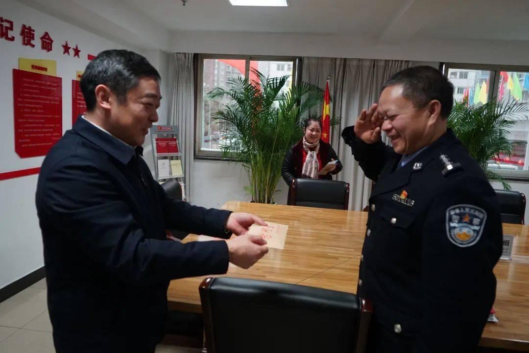 """重庆市监狱管理局开展致敬""""首个人民警察节""""慰问活动"""