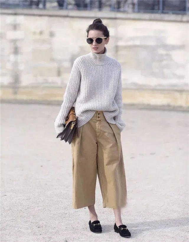 """换季别着急,有一件""""毛衣""""就搞定了,这些早秋搭配,温柔又洋气"""