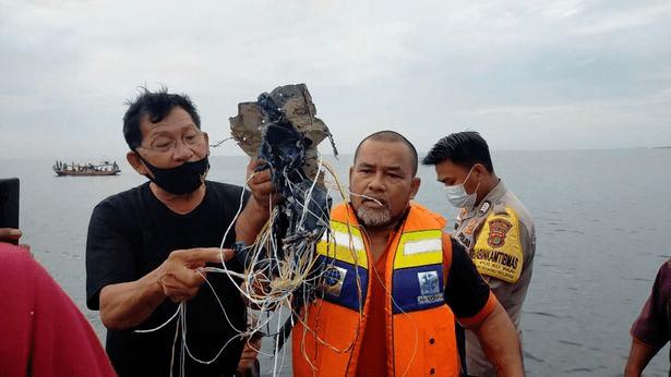 印尼一波音737客机坠毁,载有62人