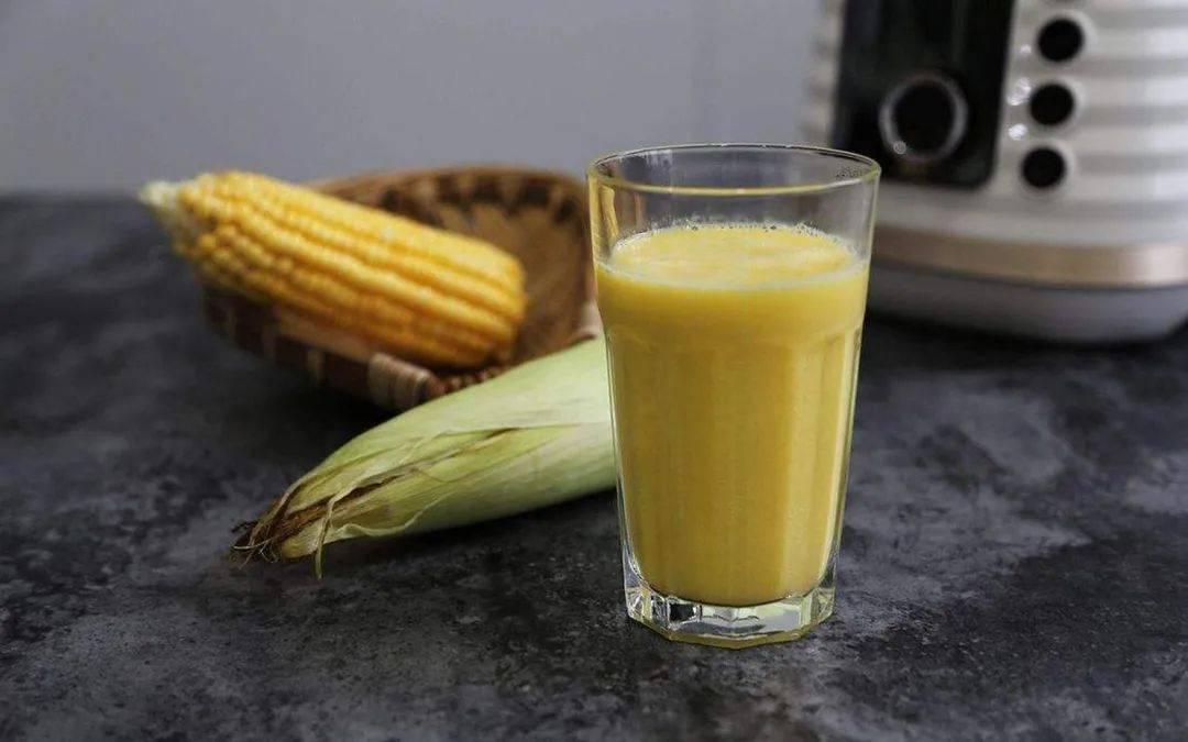 玉米身上有个小开关,转一转玉米马上散开,1分钟剥一盘,超省事